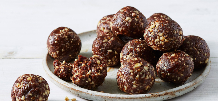 Dates and Cashew Laddoos